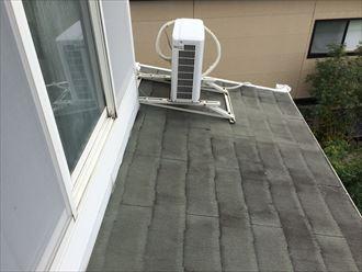 勾配の緩い屋根にスレートを使用すると傷みやすい