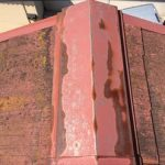 棟に被せて使用している板金が錆びている