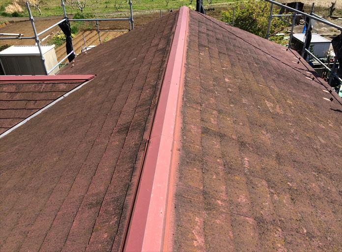 築年数の経過したスレート屋根を調査