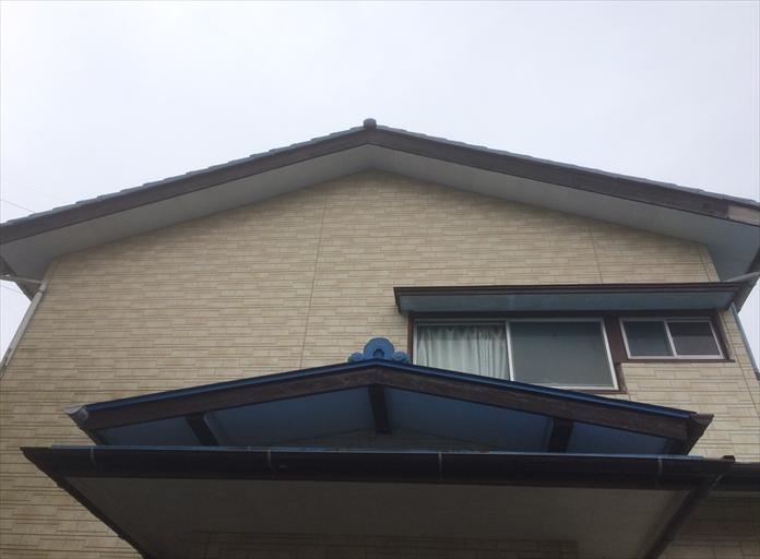 ドローンを飛行させて瓦屋根の調査