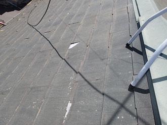 屋根表面が剥離しています