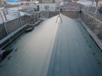 スーパーガルテクトで屋根カバー工法