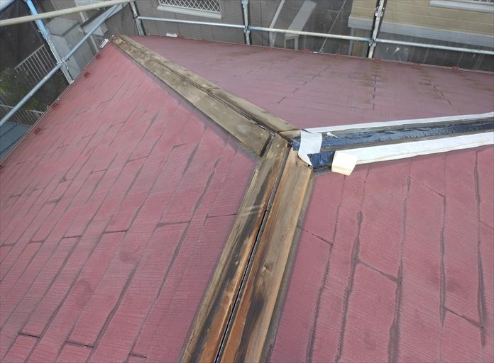 スレート屋根の棟の破損は棟板金交換工事で直ります