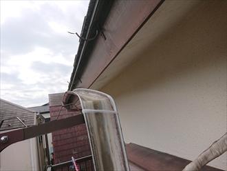 樹脂製雨樋は塗装でのメンテナンスをしていても永久に使用できるわけではございません