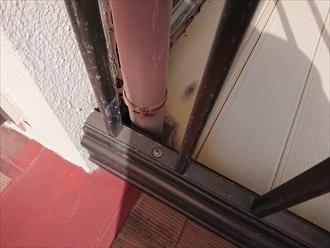 軒樋は竪樋に繋がっている為に軒樋を交換する際は竪樋も交換の必要があります