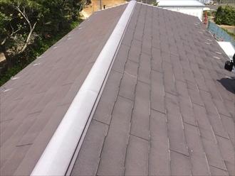スレート屋根の棟板金も不具合が起こりやすい箇所です