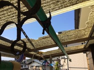 バルコニーの屋根が割れました