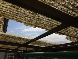ベランダの屋根が割れました