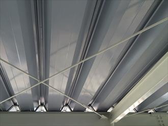 折板屋根の点検も承っております