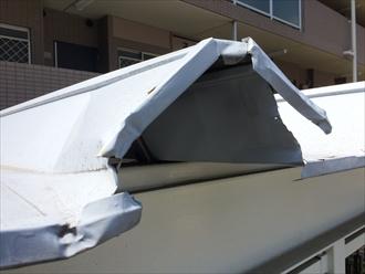マンションゴミ集積所の屋根が破損した