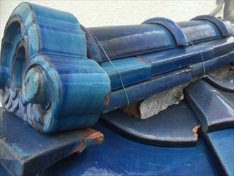 茅ヶ崎市赤羽根で調査した瓦屋根は、瓦が割れて棟が漆喰が剥がれておりました