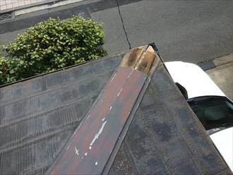 大和市西鶴間で棟板金が風により飛散、内部の貫板が傷んでおりました