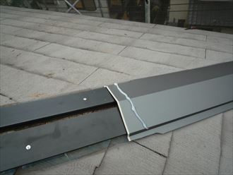貫板を木製から樹脂製に新しく交換します