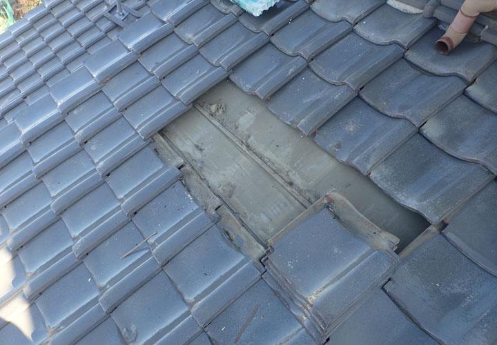 伊勢原市高森にて令和元年房総半島台風で被災した瓦屋根の復旧工事と軒天補修