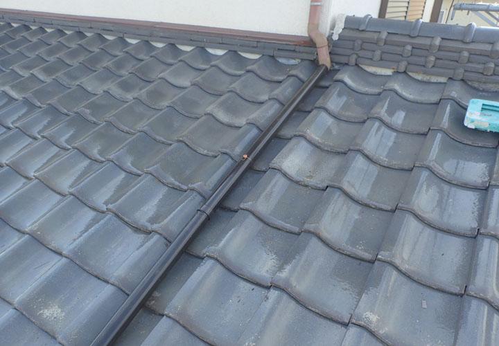 屋根葺き直し工事と雨樋交換後の瓦屋根