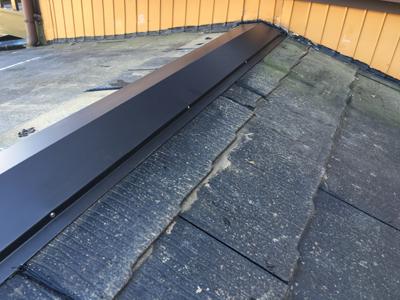 棟板金が交換されたスレート屋根