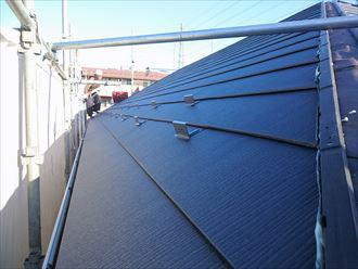 軽量なガルバリウム鋼板の屋根材を使った屋根カバー工法