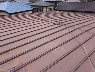 瓦棒葺きにトタンを使った屋根
