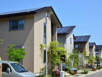 ソーラーパネルが付いた住宅