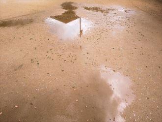 雨樋破損で出来る水たまり