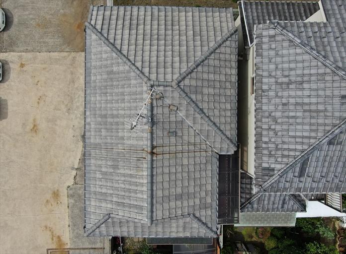 ドローンを飛行させて真上から屋根を観察