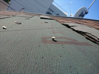 釘は打ち込まれていますが屋根材が飛ばされてしまった