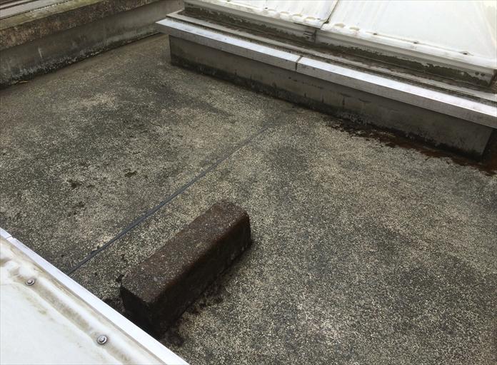 海老名市大谷北のマンションで起こった雨漏りは、トップライト周辺から発生しておりました