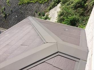 スレート屋根の棟板金を調査します