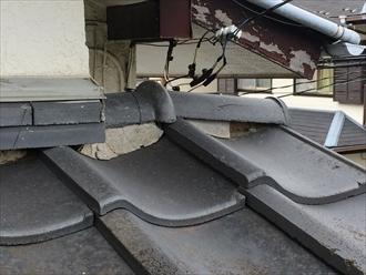 巴瓦と桟瓦の隙間に詰められている漆喰が無くなっている