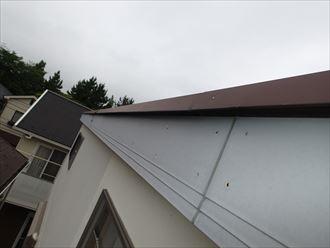 片流れ屋根の端