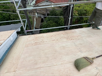 棟違い部がある切妻屋根