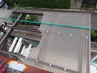破損したテラス屋根の波板