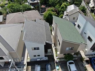 お隣さんも新しい屋根材を使用したメンテナンスをしておりました