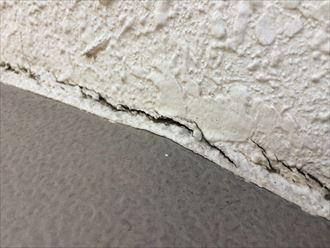 海老名市国分北で出窓から雨漏り、屋根と外壁の取合いは雨漏りしやすいです