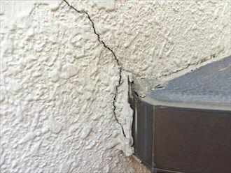 外壁に出来たひび割れも要注意