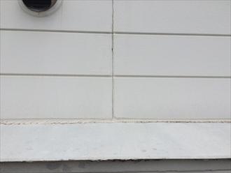 サイディングの継ぎ目に打たれたコーキングの劣化は雨漏りに繋がる危険性