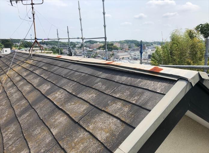 海老名市門沢橋で風により屋根が破損、棟板金交換工事で復旧しました