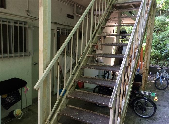 アパートの鉄骨階段は錆びる前に塗り替え