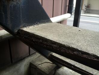鉄骨階段のモルタルが雨水や湿気の影響を受け鉄部が爆裂します