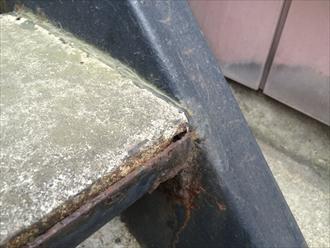 鎌倉市大船でアパートの鉄骨階段の点検、床や踏面のモルタルは防水工事をしておきましょう