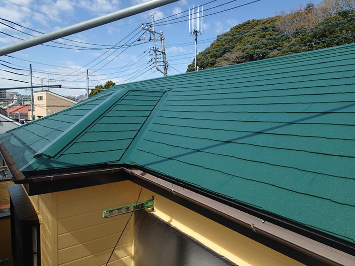 人気の高いコロニアル屋根、その特徴とメンテナンス方法を解説!