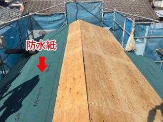野地板の上から防水紙を設置