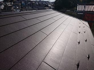 アイジールーフ、スーパーガルテクトのSシェイドブラウンで葺き替え工事した屋根