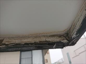 破風板の腐食が軒天に影響を及ぼしている