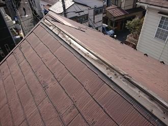 藤沢市長後にて令和元年東日本台風の影響で空き家にしている屋根の棟板金が飛散、近隣への二次被害を防ぐ為部分的な棟板金交換工事を行いました