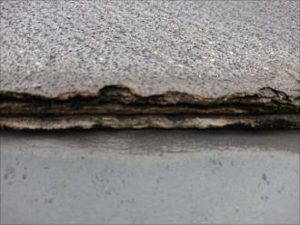 屋根が何層にも剥離している屋根はパミールの特徴
