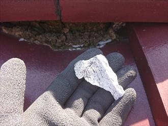 藤沢市藤沢にて瓦屋根がずれていると指摘されたお住まいの点検調査、棟の漆喰が剥がれており棟取り直し工事が必要です