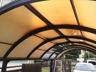 カーポートの屋根が変色
