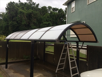 カーポートの屋根材は劣化します