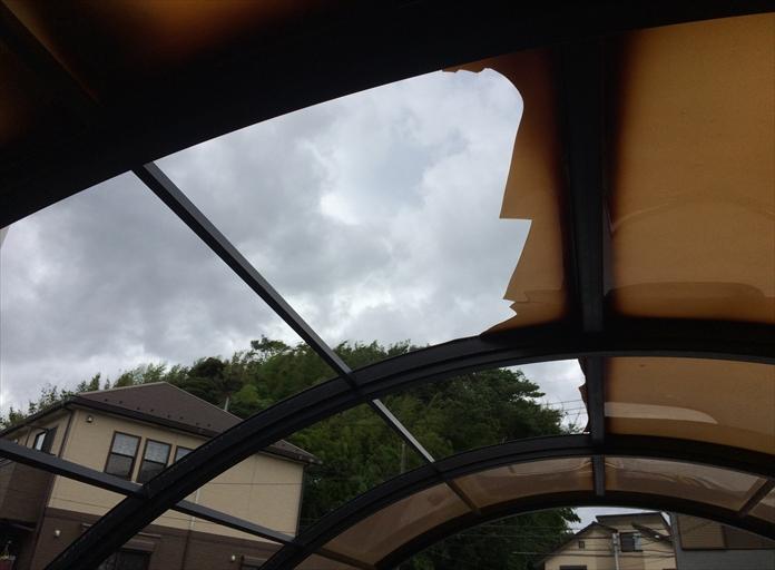 カーポートの屋根が破損